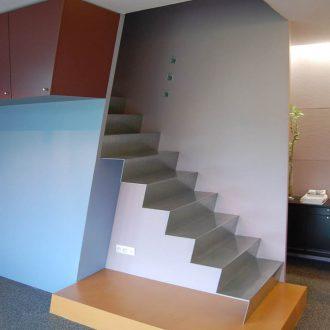 Architecture intérieure escalier vers étage